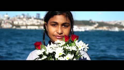 """Mülteci sorununu """"Sevginin Dili"""" ile aşmayı hedefliyorlar."""